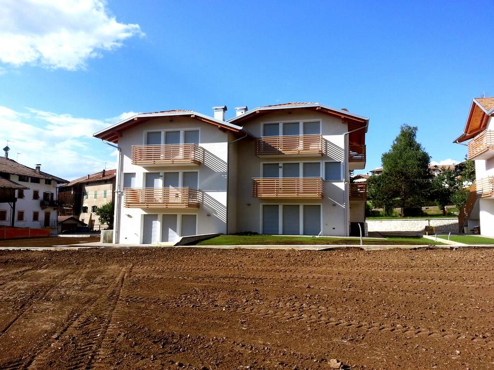 Nuova costruzione di due case binate casa clima a mc for Due case di mattoni storia